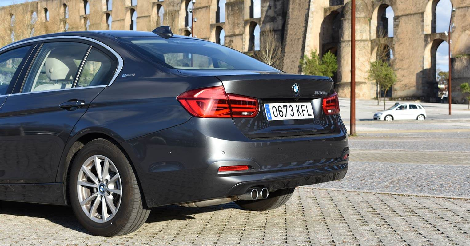 Trasera del BMW 330e iPerformance