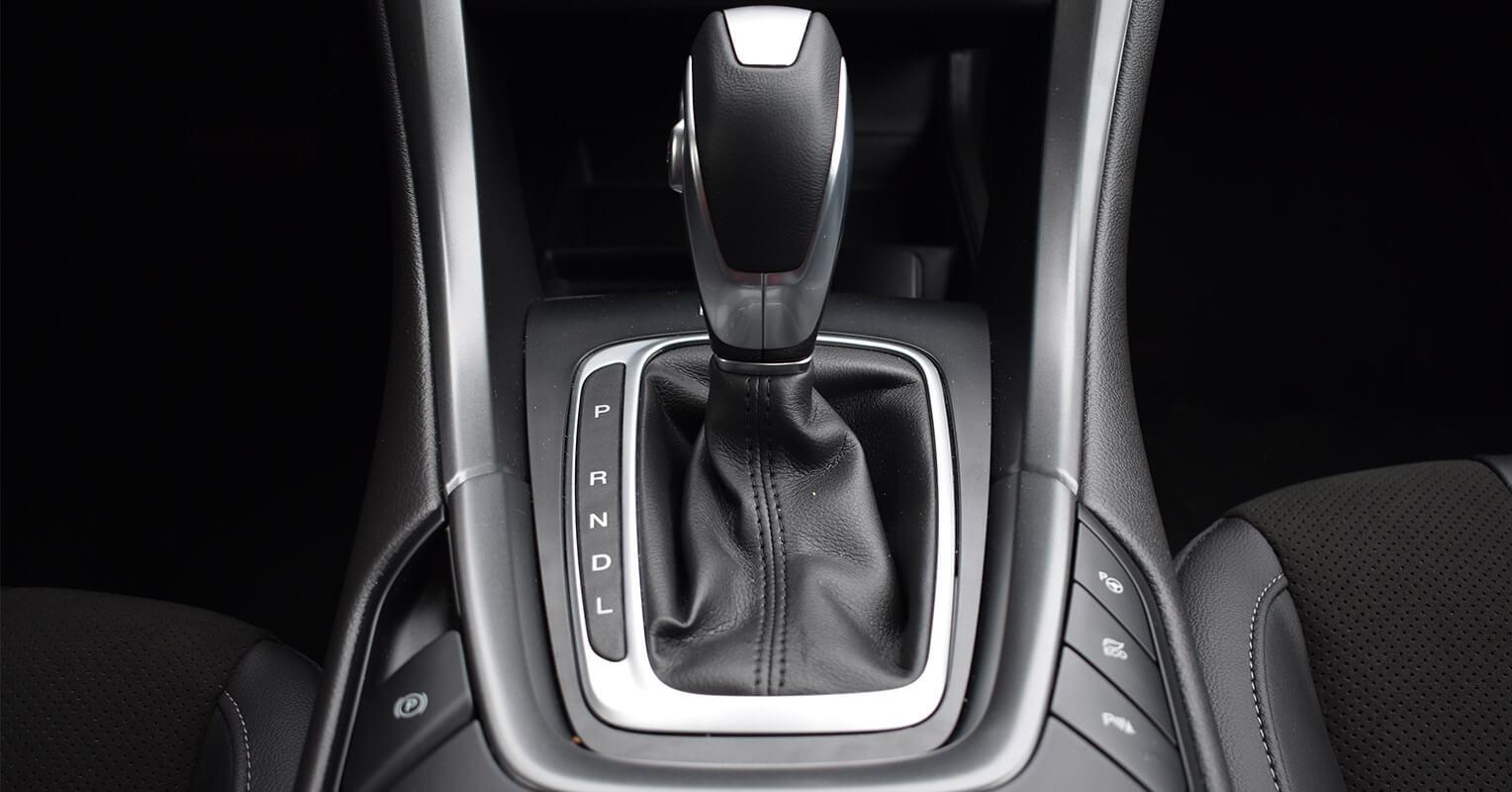 Pomo del cambio de marchas del Ford Mondeo híbrido