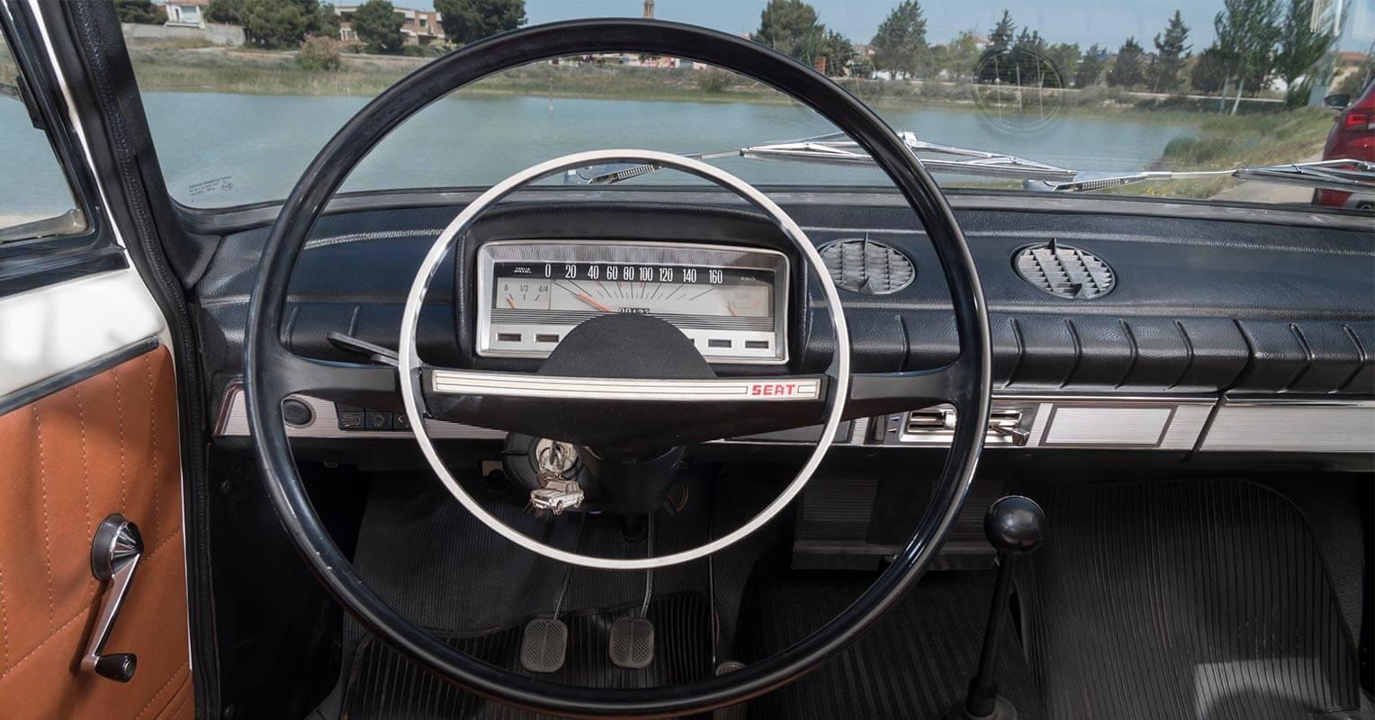 SEAT 124 interior